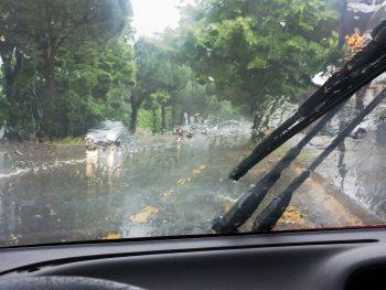 autorijden in de regen
