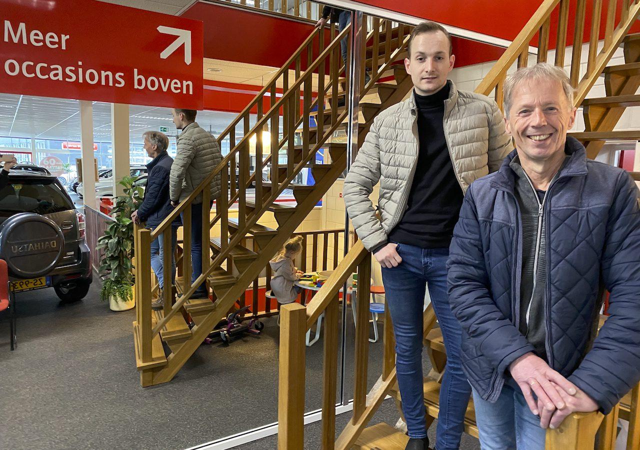 Jerry en Piet van de afdeling verkoop bij Klaaysen Auto's